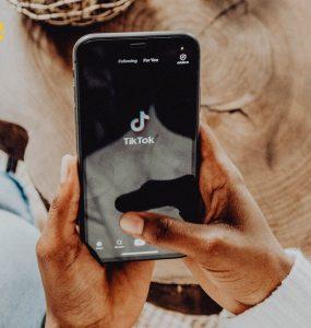 SichtWeisen | Vorbilder auf TikTok | Foto von cottonbro von Pexels